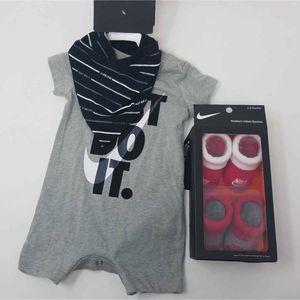 NWT Nike Infants Romper Bib Set & Booties 3M/0-6